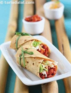 Go all out on this wonderful rajma recipe that retains all the taste without being calorie-dense! the spiciness of rajma is balanced by rolling up this wrap with a chunky curd dressing. A protein-packed wrap, this helps you stay strong and healthy!