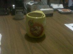 @iuval_gio toma su cafecito cada mañana en la oficina, en la bella taza 'Tamborito'.
