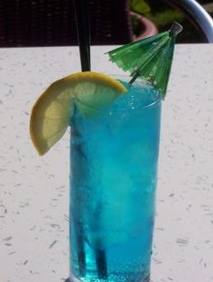 Blue Lagoon: Vodka, Blue Curacao and Lemonade