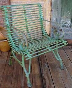 Country furniture reflects the true essence of a front porch. If you love country, then country style furniture will be wonderful for your porch, too. Vintage Metal Chairs, Vintage Outdoor Furniture, Lawn Furniture, Vintage Decor, Painted Furniture, Metal Outdoor Chairs, Antique Metal, Vintage Wood, Lawn Chairs