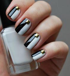 manucure origianle: nail art noir et blanc avec bijoux à ongles
