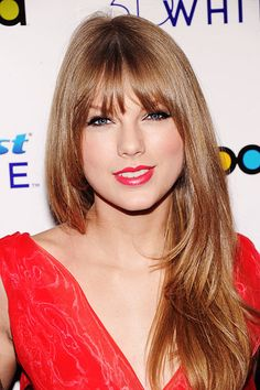 Taylor Swift looks great with bangs! :) She rocks the red lips look! Go Tay!
