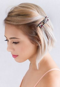 Wine colored beads with a gorgeous flower center! Meet Atonia, one of the newest flexi clips that Lilla Rose offers! For short, long, straight, or curly hair.