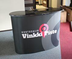 Iso messupöytä VinkkiPiste Hae tarjousta eri kokoisilla pöydille: http://www.liikelahja-toimisto.fi/fi/messupoyta/20575/Messup%C3%B6yt%C3%A4+Iso-STKONVS.html