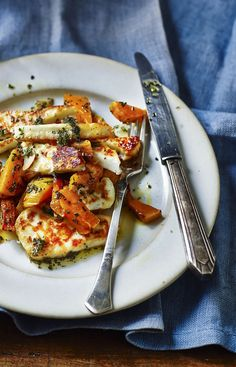 Sweet and salty, veggie halloumi and squash saves the day for a quick dinner. Roasted veg and halloumi, perfect winter recipe. Veggie Recipes, Vegetarian Recipes, Dinner Recipes, Cooking Recipes, Healthy Recipes, Veggie Meals, Potato Recipes, Chicken Recipes, Halloumi