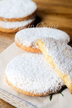 french almond discovered by frannieredman on We Heart It Italian Cookies, Italian Desserts, Italian Recipes, Biscotti Biscuits, Biscotti Cookies, Cookie Desserts, Cookie Recipes, Dessert Recipes, Torte Cake