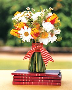 I'm not having an outdoor picnic summer casual wedding, but if you are, you should have this bouquet.