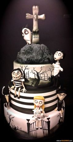 Tim Burton Birthday Cake Tim Burton Corpse Bride Wedding Cake Nightmare Before Christmas Wedding Cake Tim Burton Frankenweenie Cake Nightmare Before Christmas Wedding Cake Halloween Sanglant, Scary Halloween Cakes, Halloween Torte, Pasteles Halloween, Dessert Halloween, Halloween Treats, Halloween Goodies, Holloween Cake, Halloween Painting