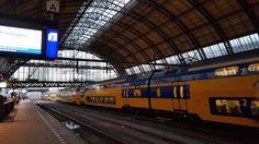 Como ir do aeroporto de Schiphol até ao centro de Amesterdão | Viaje Comigo Travelling Tips, Train, Landscape, Traveling, Holland, Centre, Scenery, Strollers, Corner Landscaping