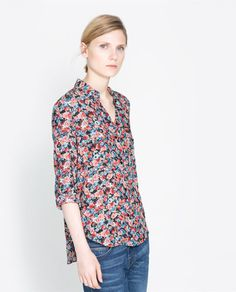Image 2 of PRINTED T-SHIRT WITH POCKETS from Zara