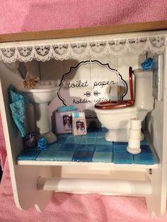 Toilet paper holder. Wc rol houder met miniatuur