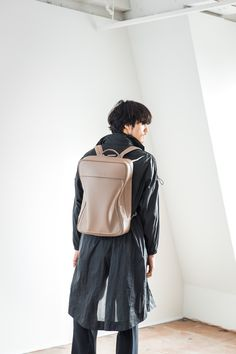 #objctsio #objcts #leather #leatherbag #bag #craftmanship #productdesign #fashion #technology #accessories #work #waterproof #teabrown Fashion Technology, Waterproof Backpack, Leather Bag, Backpacks, Medium, Brown, Bags, Accessories, Design