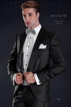 Black pure light wool tuxedo with satin shawl lapel #bespoke #madeinitaly #weddingsuit #groomsuit #weddingtuxedo #groom #weddings #brideandgroom