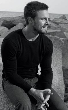 STEPHEN AMELL -- Holy ffffffffffffffff***ing moley, this man is too damn beautiful for his own good!