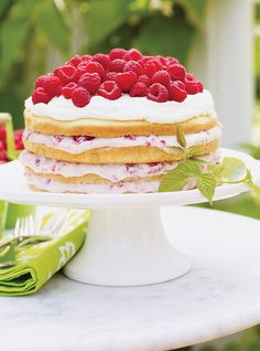 Raspberry and Cream Cake Recipes Summer Cake Recipes, Summer Cakes, Summer Desserts, Summer Food, Desserts With Biscuits, No Cook Desserts, Delicious Desserts, Fruit Birthday Cake, Glaze For Cake