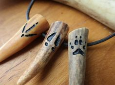 Items similar to Your Choice - Simple Turkey, Deer, Canine Paw Prints or Tracks hand carved in Deer Antler Tip on Leather Cord - Hunter's Charm Gift on Etsy Deer Antler Jewelry, Deer Antler Crafts, Antler Art, Deer Horns, Bone Crafts, Bone Carving, Craft Work, Artisanal, Gifts