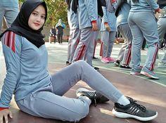 novitaangela6 .  from @tallacimot65_ -#komunitas_hijab_indonesia #myhijabindo #gadistercantik… Beautiful Hijab Girl, Beautiful Muslim Women, Beautiful Girl Image, Beautiful Asian Girls, Beautiful Celebrities, Baby Hijab, Girl Hijab, Hijab Fashion, Girl Fashion
