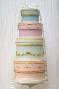 vintage hatboxes wedding cake