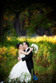 Outdoor wedding pictures ideas with trees