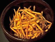 Τα μυστικά για να φτιάξετε τέλειες τηγανητές πατάτες με φλούδα (ή χωρίς). Λεπτοκομμένες, τραγανές και χρυσοτηγανισμένες. Carrots, Vegetables, Food, Vegetarian Food, Veggies, Essen, Vegetable Recipes, Yemek, Meals