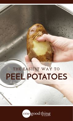 Healthy Recipes : Illustration Description This Is The Absolute Easiest Way To Peel Potatoes – One Good Thing by Jillee -Read More – Cooking For A Group, New Cooking, Cooking Recipes, Cooking Hacks, Easy Recipes, Cooking Videos, Healthy Recipes, Making Mashed Potatoes, How To Cook Potatoes