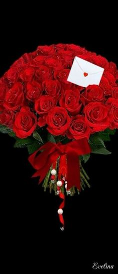 Birthday flowers bouquet beautiful roses mom new Ideas Amazing Flowers, Love Flowers, Beautiful Roses, Happy Flowers, Special Flowers, Happy Valentines Day, Red Roses, Flower Arrangements, Happy Birthday