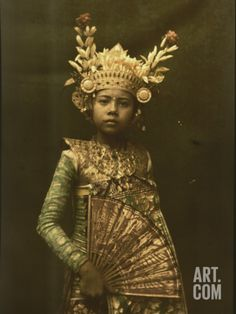 Bali, Indonesia --- A nine-year old dancer in her gilded crown and costume --- Image by © Franklin Price Knott/National Geographic Society/Corbis National Geographic Images, National Geographic Photographers, Arte Tribal, Foto Poster, Balinese, World Cultures, People Around The World, Old Photos, Art Photography