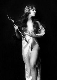 Ziegfeld Girl, Caryl Bergman, photo by Alfred Cheney Johnston, 1929