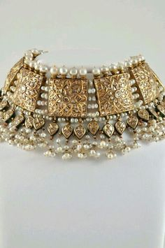 bridal jewelry for the radiant bride Royal Jewelry, India Jewelry, Jewelry Sets, Gold Jewelry, Fine Jewelry, Gold Necklaces, Ethnic Jewelry, Leather Jewelry, Pearl Jewelry
