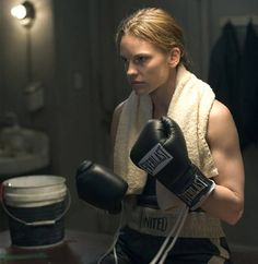 "Hillary Swank in ""Million Dollar Baby"" Best actress in a leading role. Best Actress Oscar, Female Boxers, Boxing Girl, Uma Thurman, Transformation Body, Women Empowerment, American Actress, Movie Tv, Actresses"