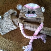 Add+style+to+your+photo+shoots+with+this+sock+monkey+diaper+cover+set.+The+tail+is+stuffed+and+measures+12in+long.+Fits+newborn+to+3+months