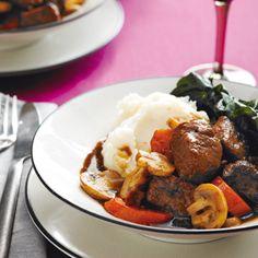 Un super boeuf bourguignon - Châtelaine Best Slow Cooker, Slow Cooker Beef, Slow Cooker Recipes, Crockpot Recipes, Cooking Recipes, Cooking Beef, Cooking Tips, Beef Bourguignon Slow Cooker, Bourguignon Recipe