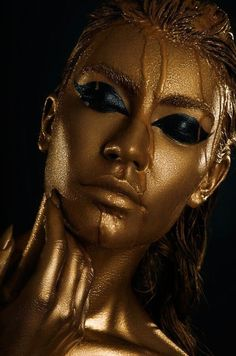 black and gold photography Color Splash, Fotografie Portraits, Gold Bodies, Gold Aesthetic, Make Up Art, Art Sculpture, Tribal Fusion, Black Women Art, Gold Art
