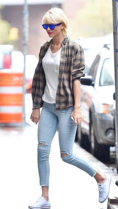 Taylor Swift out and about in New York City showing off her new look. The pop star also has a brand new apartment while her Tribeca penthouse is being renovated –– come take a tour of the inside.