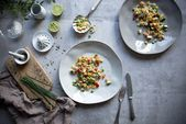 Konfettisalat mit Quinoa – ein Lieblingsrezept. Quinoa, Berry, Decorative Plates, Confetti, Bury