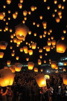 ) Date : JAN 26 FEB 6 Location : Shifen Sky Lantern Plaza Pingxi District New Taipei City (? Floating Lanterns, Sky Lanterns, Floating Lights, Beautiful Sky, Beautiful Pictures, Chaing Mai Thailand, Lantern Image, Taiwan Travel, Lantern Festival