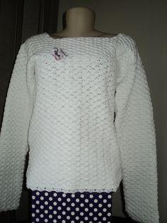 Blusa feita com linha 100% algodão, com pontos bem fechados. Feita na cor desejada.