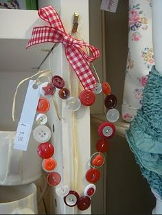 Button craft Visit & Like our Facebook page! https://www.facebook.com/pages/Santas-Helpers/251688461649019?ref=hl