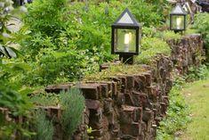 Met stenen en lampkes en ...