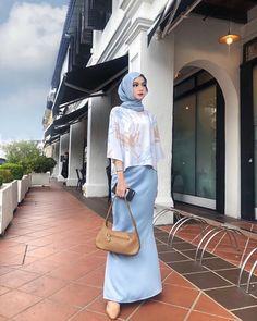 Stylish Hijab, Modest Fashion Hijab, Muslim Fashion, Fashion Outfits, How To Pose, Kebaya, Hijab Styles, Street Fashion, Mall