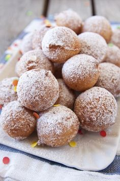 Italian food varies greatly throughout Italy and pairing down Italian food to just the fifteen or so dishes that can be found at Italian food restaurants Italian Pastries, Italian Desserts, Italian Recipes, Beignets, Delicious Desserts, Dessert Recipes, Yummy Food, Sweet Light, Bolacha Cookies