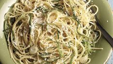 Spaghetti with Green Garlic Olive Oil--In this riff on the classic spaghetti aglio e olio (spaghetti with garlic and olive oil), green garlic replaces the traditional pungent cloves and lends a more delicate garlic flavor. Via FineCooking Spinach Recipes, Pasta Recipes, Cooking Recipes, Healthy Recipes, Vegetarian Cooking, Garlic Spinach, Asparagus, Cooking With Olive Oil, Pasta Dishes