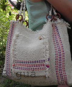 Un clásico para todos los días: Biguá te propone bolsos en distintos tamaños, tejidos a telar con hilo de algodón. http://bigua-telar.blogspot.com.ar/search/label/bolsos