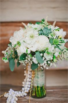 Green and white natural garden wedding. #weddingchicks Captured By: Mark Brooke Photography http://www.weddingchicks.com/2014/09/11/natural-garden-wedding/