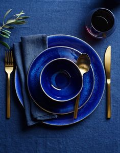 The new 2020 interior design trend is all about Pantone's Color of the Year, Classic Blue. Interior designer Ann Cox shares her favorite designs featuring this classic color. Design Inspiration: Pantone's 2020 Color of the Year, Classic Blue Beige Pantone, Pantone Color, Design Studio, Home Design, Moodboard Interior, Interior Design Trends, Interior Decorating, Pantone 2020, Bleu Pastel