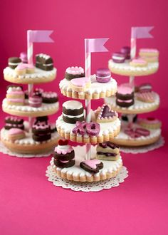 Adorable sugar cookie stands with miniature decorated cookies (Bakerella).