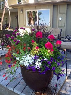 Container Gardening A pair of garden pots with ornamental grasses, strings of pearls and flowers on them, are resting at the front door feeling like they are the attractive ones. Outdoor Flowers, Outdoor Planters, Garden Planters, Potted Plants Patio, Planters For Front Porch, Front Porch Flowers, Head Planters, Bamboo Garden, Garden Bar