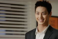 "Lee Tae-hwan as Choi Seung-jae in ""come back mister"""