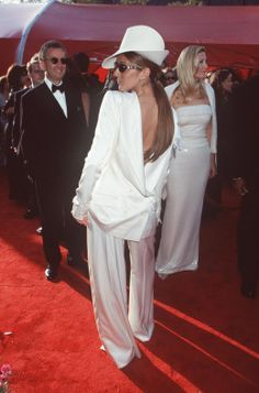 Another really bad #Oscar #fashion disaster: Celion Dion at the Academy Awards in 1999, wearing a BACKWARDS suit.