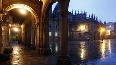 Noche de lluvia en Santiago de Compostela, provincia de La Coruña, Galicia, España. Spain